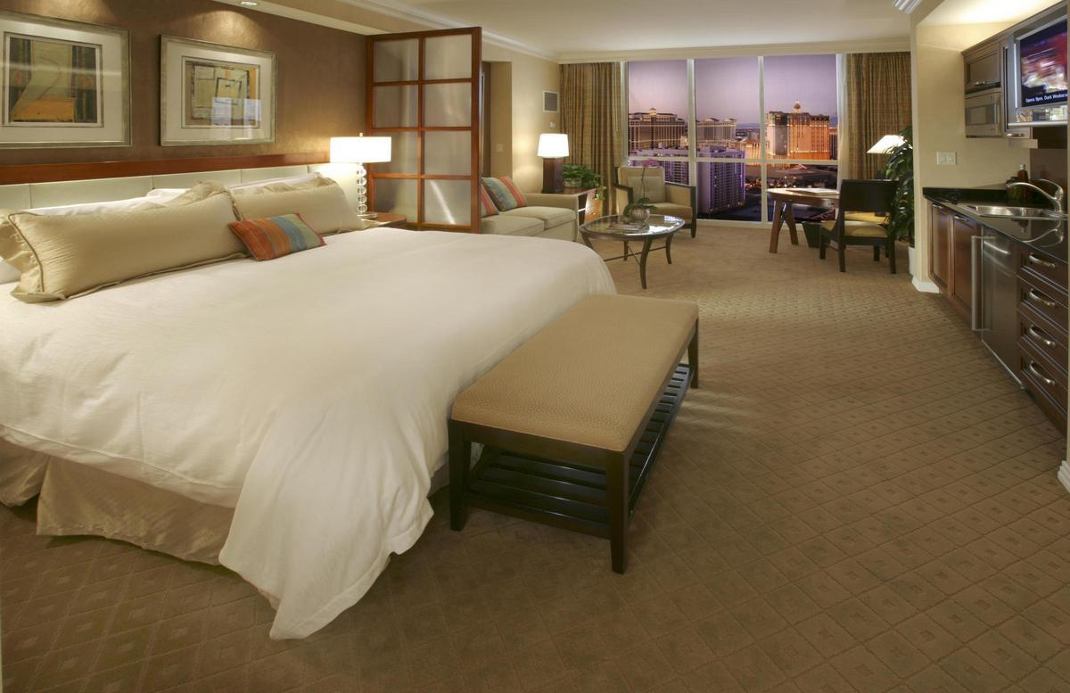 Las Vegas Hotels With 2 Bedroom Suites 2 Bedroom Suites Las Vegas Caesars Palace Marvelous Elara Two