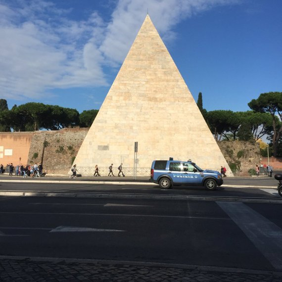 bio-100-pyramid
