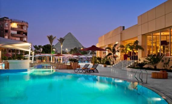 Cairo pyramids pool